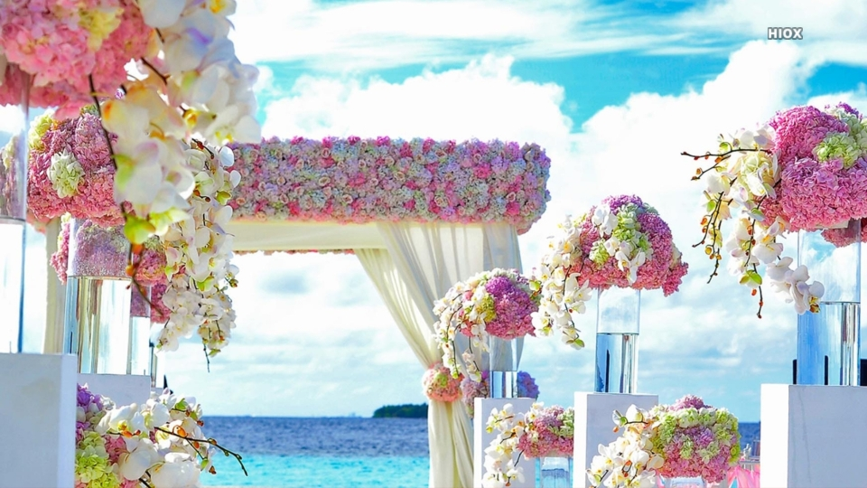 Beach Wedding Flowers And Clouds Hd Wallpaper