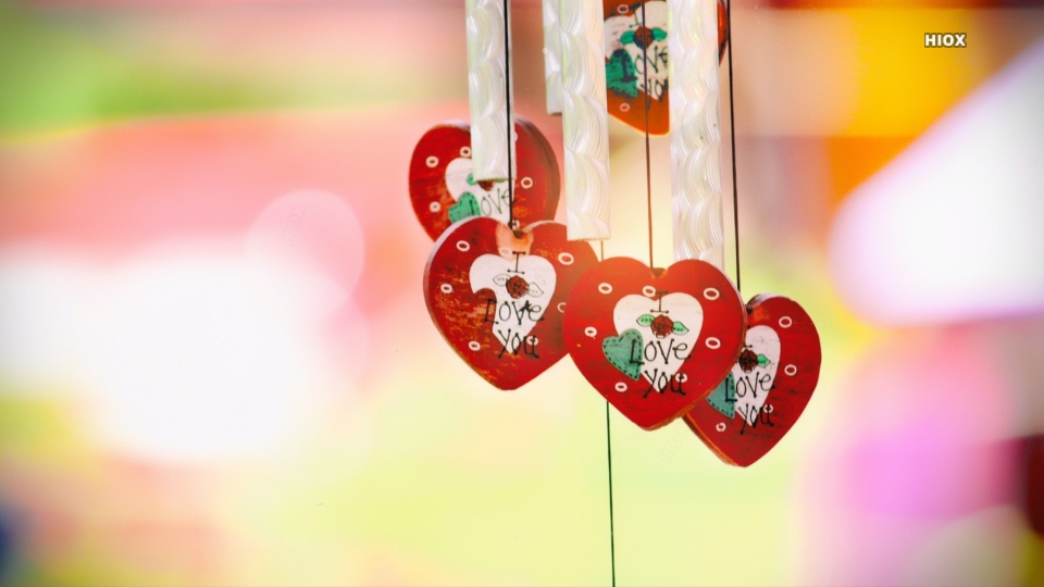 Hanging Love Decor Hd Wallpaper