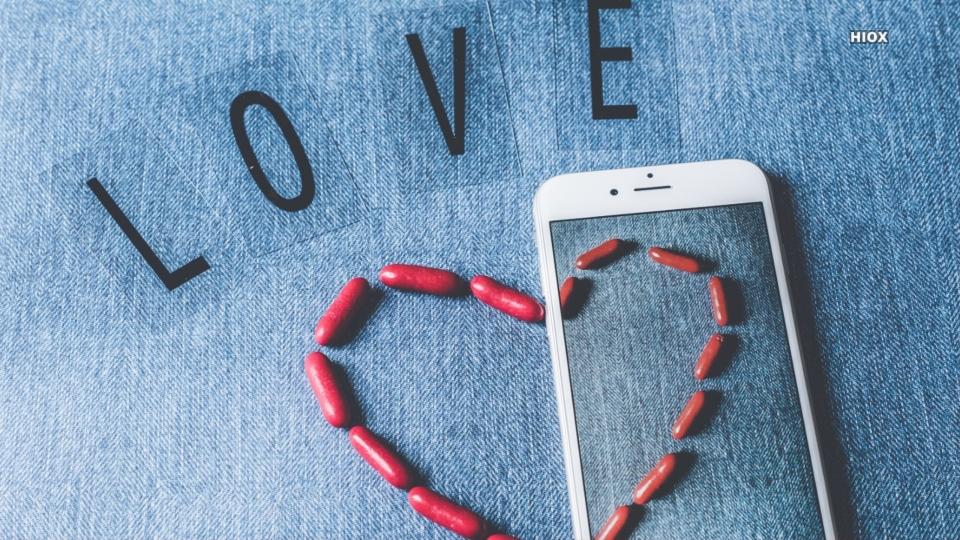 Love Iphone And Tablets Hd Wallpaper