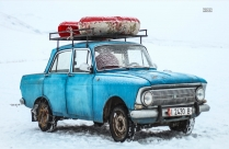 HD Photo Of Old Blue Car In Snowy Road